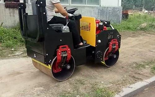 xiao型压路机shi工案例